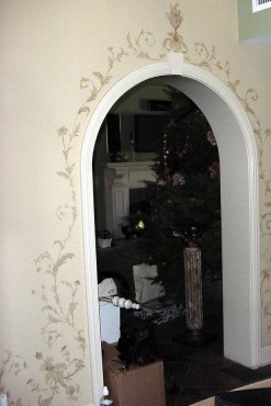 Subtle acanthus design accents doorways in a hall