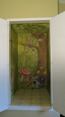 Tree house closet mural with baby animals