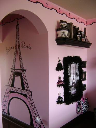 Paris theme girl's room