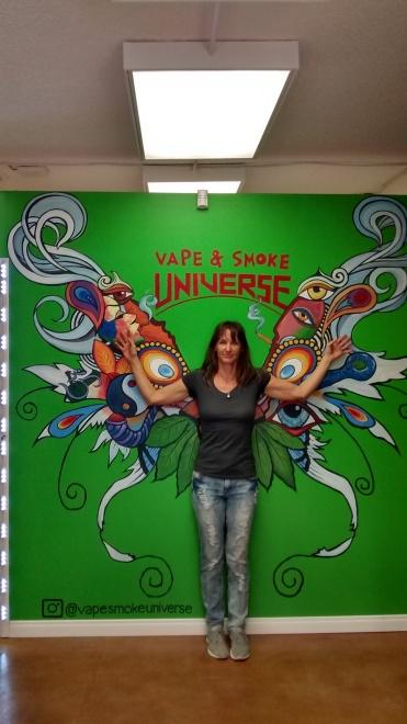 Colorful and imaginative design for customers to take selfies! - https://www.vapesmokeuniverse.com/